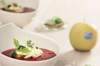 Zuppa di mele e barbabietola