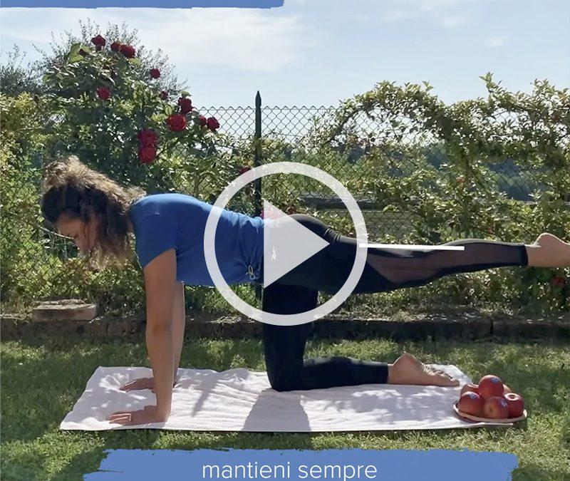 Equilibrio e concentrazione: un esercizio per schiena e core