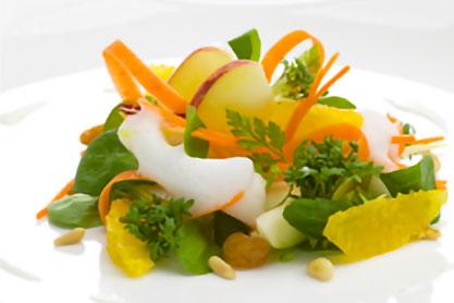 Insalata di mele e carote crude